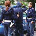 Urla e botte alla moglie in strada: preso il cingalese ubriaco