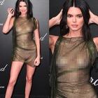 Kendall Jenner supersexy a Cannes, sotto il vestito...niente