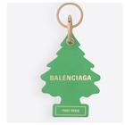 Balenciaga, il portachiavi da 195 euro somiglia all'Arbre Magique: il brand nella bufera