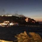Ischia, incendio a Lacco Ameno: evacuati un albergo e venti villette