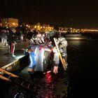 Con l'auto in mare, salvati dai Vigili del Fuoco