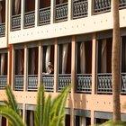 Coronavirus, la coppia di italiani in quarantena a Tenerife: «Negativi ma bloccati in hotel, i nostri amici prelevati di notte»