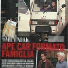 Kasia Smutniak, Domenico Procacci e il figlio Leone su un'Ape Car (Chi)