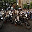 Polizia di Bangalore lancia le agenti motocicliste. Pattuglia di 15 donne in sella alle Royal Enfield Hymalaian