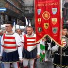 Nei vicoli di Napoli la rievocazione del patto con San Gennaro