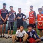 Thailandia, ultimi due ragazzi e allenatore verso l'uscita DIRETTA