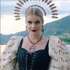 Kitty Spencer testimonial di Dolce&Gabbana: la nipote di Lady D come Lucia dei Promessi Sposi