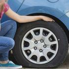 """Pneumatici, rischio """"flat spotting"""" per gomme auto parcheggiate a lungo. Esperti spiegano il fenomeno appiattimento e i rimedi"""
