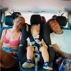 Chiara Ferragni e Fedez dormono in auto con il piccolo Leone, i fan notano un dettaglio