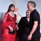Monica Bellucci e Vincent Cassel di nuovo insieme, ma solo a Venezia. L'ex marito: «Mi piace tanto...»