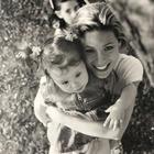 Michelle Hunziker e la tenera foto con baby Aurora: «La mia paciocchina». Su Instagram arriva la risposta della figlia