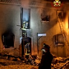 Casa in fiamme, anziana salvata dal sindaco e dai caschi rossi