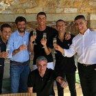 Ronaldo e Andrea Agnelli brindano in Grecia (foto pubblicata dal sito portoghese Mais Futebol)