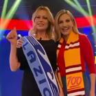 La Vita in Diretta, Cuccarini-Falchi in tv con le sciarpe di Roma e Lazio. Anna: «Scudetto? Non lo nomino»
