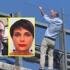 Lancia la figlia e si suicida. Il negoziatore: «Ludovica era sotto choc, è volata giù senza reagire»