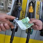 Prezzo del petrolio vola, attesi forti rialzi per benzina e gasolio