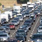 Roma, voragine sull'A1 a Roma sud, tamponamenti a catena tra sei tir e diverse auto: 4 chilometri di coda