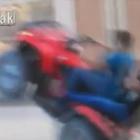 L'impennata con il quad finisce male: i due si schiantano contro un camion