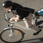 «Pericolose come i ciclomotori». La polizia stradale sequestra le bici elettriche