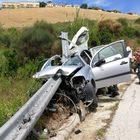 Il guardrail infilza e trapassa l'auto: miracolata la ragazza alla guida
