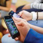 Studente prende a pugni la professoressa: non voleva consegnare il cellulare durante la lezione