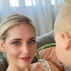 Chiara Ferragni insultata per strada, il lungo sfogo: «Perché una madre dovrebbe dire a sua figlia che una donna senza trucco è una mer**?»