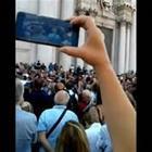 Funerali Nadia Toffa, silenzio e raccoglimento in piazza Duomo a Brescia
