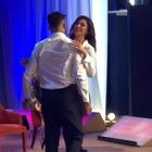 Belen e Corona, ballo romantico sul palco del Costanzo. E i fan sognano