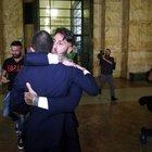 Abbracci dopo la sentenza Foto