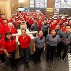 Arriva Jollibee, primo fast food filippino: un chilometro di coda per l'inaugurazione