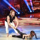 Ballando con le Stelle, piccolo incidente per Lasse Matberg a un passo dalla fine