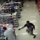 Il poliziotto fuori servizio sventa la rapina col figlio neonato in braccio