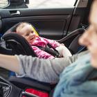 Sicurezza auto, Toninelli: «Obbligatorio in autunno dispositivo anti abbandono bimbi»