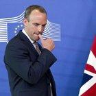 Dimissioni a raffica nel governo May: via il ministro per la Brexit e quello per l'Irlanda del Nord