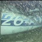 Un corpo umano visibile all'interno dell'aereo