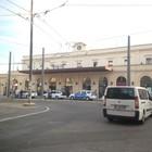 Nuova aggressione in stazione: rumeno difende i poliziotti e resta ferito