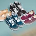 Sneakers d'estate, dal fluo all'arcobaleno ecco tutti i (coloratissimi) modelli di tendenza
