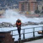 La Protezione civile: «Domani allerta meteo per vento e mare in Campania»