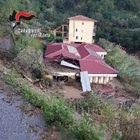 Coppia di anziani soccorsa dai carabinieri: poco dopo una frana distrugge la casa