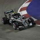 Gp di Singapore, pole per Rosberg e problemi per la Ferrari di Vettel: partirà ultimo