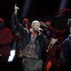 Justin Timberlake infiamma il Super Bowl ma sbaglia l'outfit, social scatenati: «Sembra mio nonno»