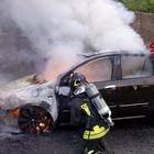 Brucia auto, salvi per miracolo sull'autostrada Napoli-Canosa