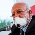 Coronavirus in Campania, De Luca tuona: «Commessi e clienti senza mascherina? Chiudere i negozi»