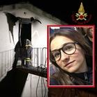 Lucca, incendio in casa: Giulia Salotti morta a 14 anni, ustionato il papà. La madre corre da loro e si schianta in auto contro un muro