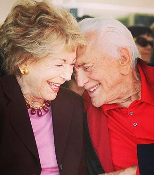 Anniversario Di Matrimonio Piu Lungo.Kirk Douglas E Anne Buydens Festeggiano 65 Anni Di Matrimonio I